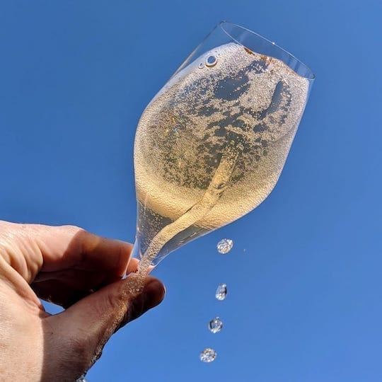 What is the best non-alcoholic alternative to sparkling wine?